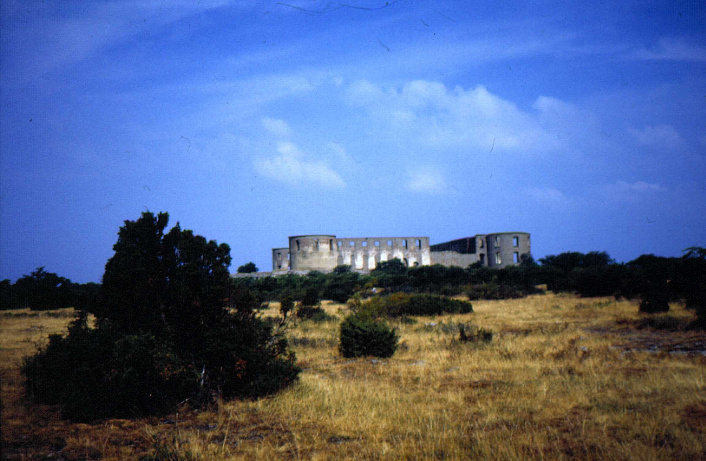 Borgholm's ruined castle, which forerunner was the stronghold where king Björn reside in 830. Photo in 1999 by Kjell Åberg